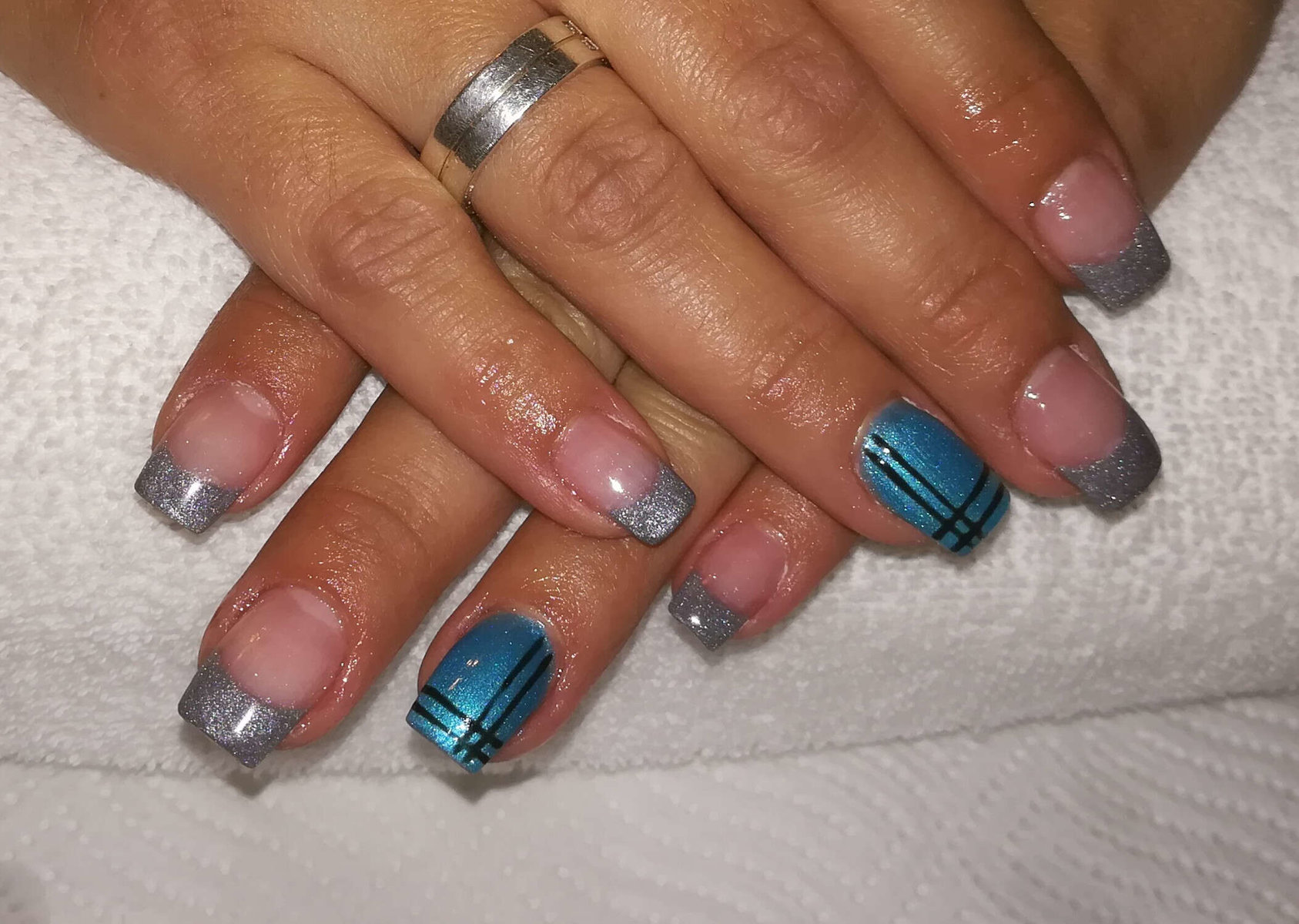 blaues Nageldesign von Melinda's Nails