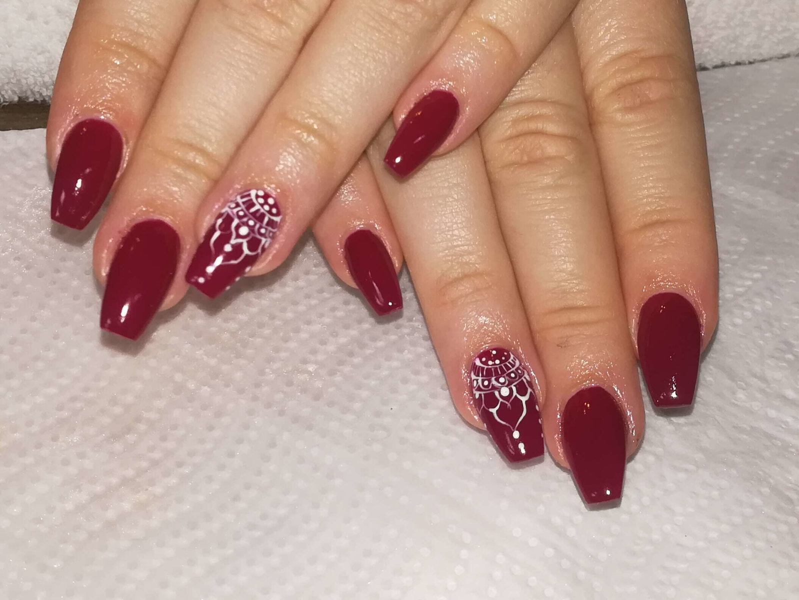 weinrotes Nageldesign von Melinda's Nails